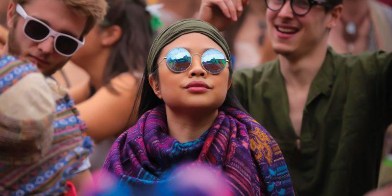 crowd-sunglasses-day